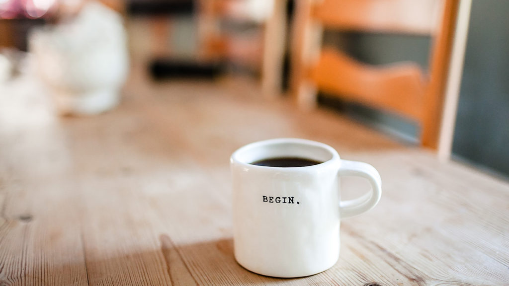マグカップに入ったコーヒーの画像