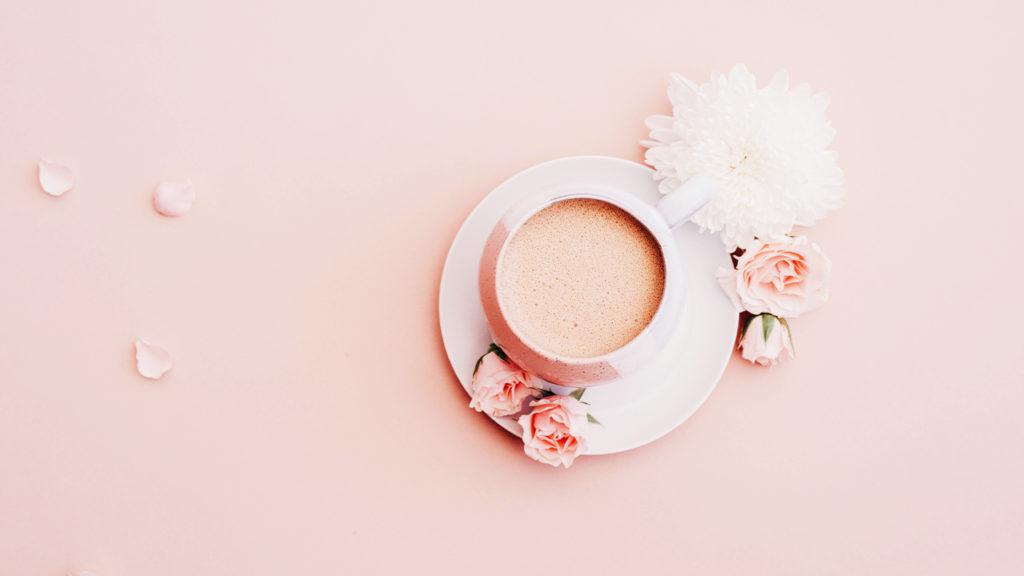 ピンクのミルクティーの画像