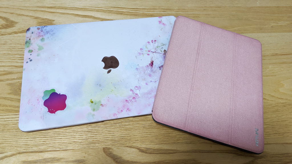 Mac book Airとipadの写真